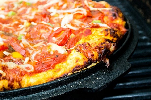 A pizza sitting on top of a metal pan